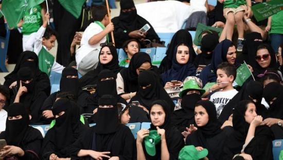 Irán mantiene el veto a las mujeres en los estadios pese a la polémica por muerte de una joven