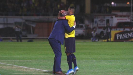 Célico rescata la confianza en la selección de Ecuador apoyado en los jóvenes