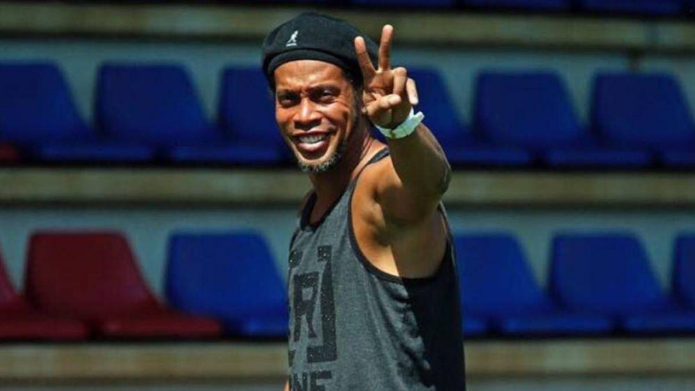 Ronaldinho acuerda pagar multa millonaria para tener su pasaporte de vuelta