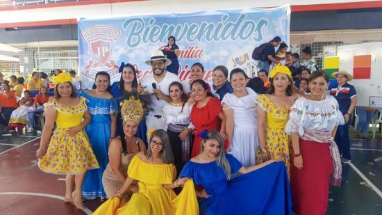 La Unidad Educativa Jean Piaget de Portoviejo celebró sus 25 años de creación