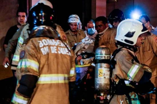 Sube a once el número de muertos tras incendio en hospital de Río de Janeiro