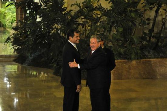 El expresidente Rafael Correa se reúne con Raúl Castro en La Habana
