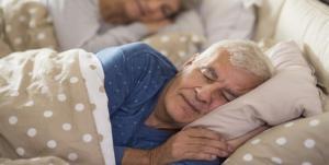 Crean pijama inteligente que permite medir la frecuencia cardíaca y respiratoria en ancianos