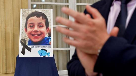 Piden prisión permanente para mujer acusada de matar a niño español de 8 años