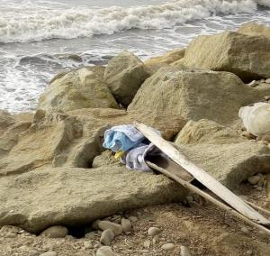 Lanzan feto desde un carro en el Malecón de Crucita