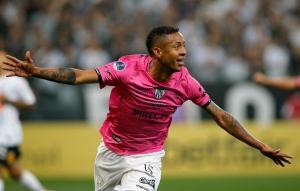 Doblete del panameño Torres deja al Independiente con un pie en la final