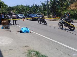 Hombre es asesinado mientras iba en su moto, en El Carmen