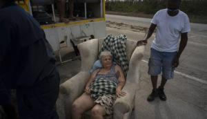 Mujer de 85 años sobrevivió tres días flotando en una nevera y un sofá tras Dorian