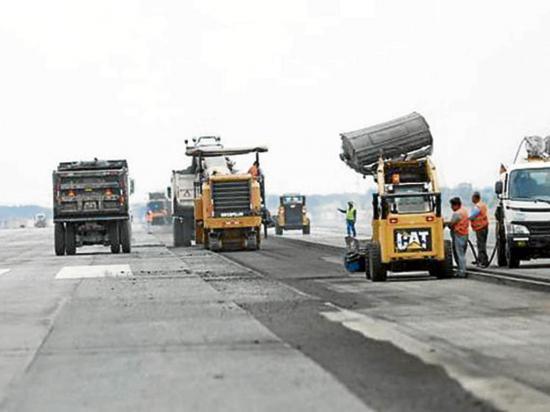 Culminan trabajos en la pista del aeropuerto