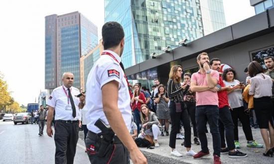 Decenas de heridos y evacuados tras las casi 200 réplicas del terremoto en Estambul
