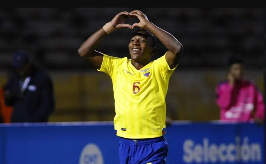 Estupiñán: Me hacía mucha ilusión estar con la selección ecuatoriana
