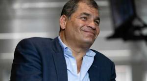 Correa culpa a Moreno de una ''crisis moral'': ''Le quedó inmenso el traje de presidente''