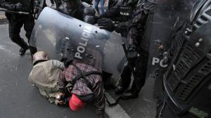 Denuncian agresiones contra periodistas en cobertura de protestas en Ecuador