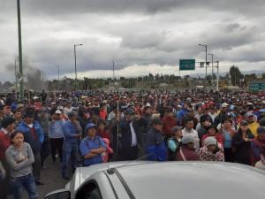 Miles de indígenas llegan a Quito para protestar por medidas del Gobierno