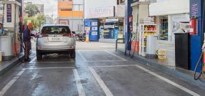 Corte de vías afecta abastecimiento de combustible en 6 provincias de Ecuador