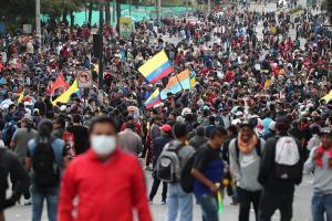Unos 10.000 indígenas acampan en parque de Quito en víspera de masiva marcha