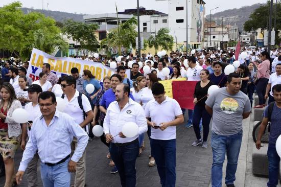 Decenas de personas marchan en Portoviejo para pedir por la paz