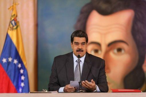 Maduro se mofa de acusación de Moreno y sugiere revertir medidas en Ecuador