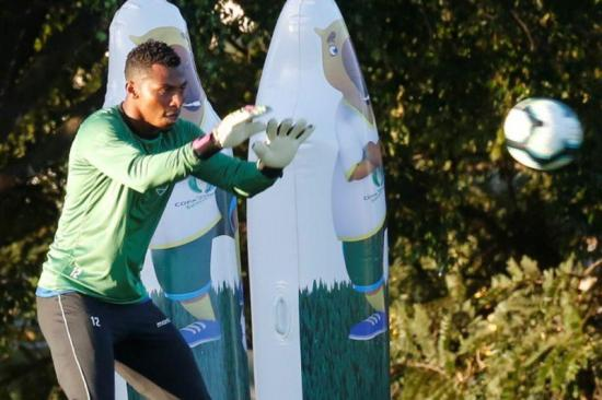 Jugadores ecuatorianos esperan traer alivio en momentos de emergencia