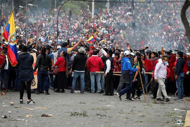Comienza multitudinaria marcha de protesta indígena hacia el centro de Quito
