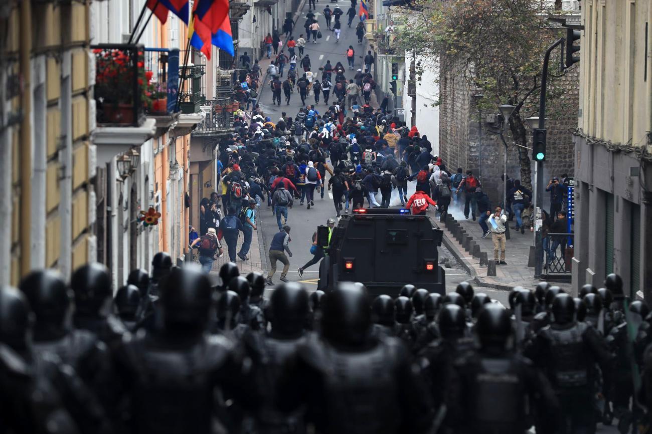 ONG denuncian arresto irregular de 83 personas en medio de protestas en Quito