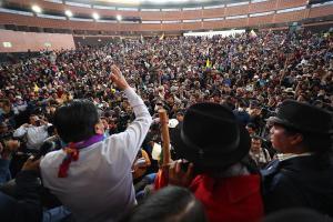 Indígenas llaman a Ejército retirar apoyo a presidente de Ecuador ante crisis
