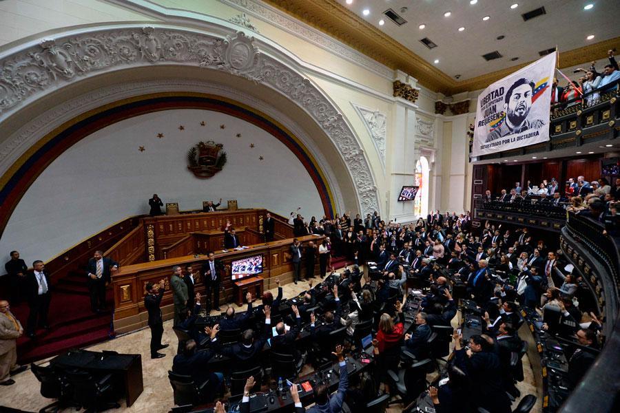 Parlamento venezolano busca verificar si Maduro financia protestas en Ecuador
