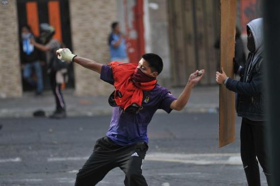 Perú y Chile rechazan cualquier desestabilización de la democracia en Ecuador