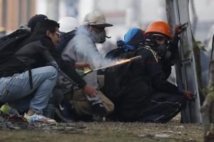 Se registran nuevos choques entre manifestantes y la Policía en Quito