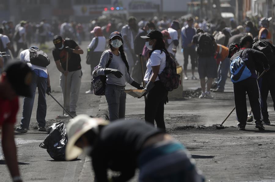 Vendedores en Quito ''hicieron su agosto''; hasta 500 dólares vendiendo mascarillas