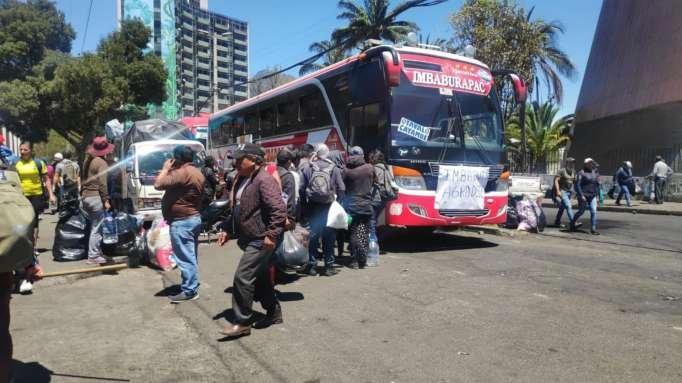 Los indígenas abandonan Quito tras el acuerdo con el Gobierno para derogar el decreto 883