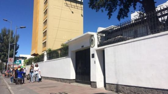 México recibe en su embajada de Ecuador a seis personas
