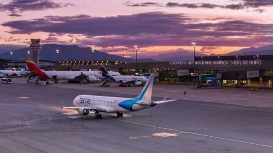 Unos 40 vuelos siguen cancelados en aeropuerto de Quito pese a fin protestas