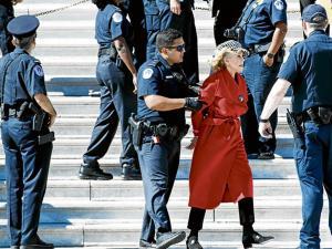 Jane Fonda fue detenida durante una protesta