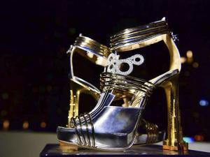 Los zapatos con diamantes y trozos de meteorito de $ 19,9 millones