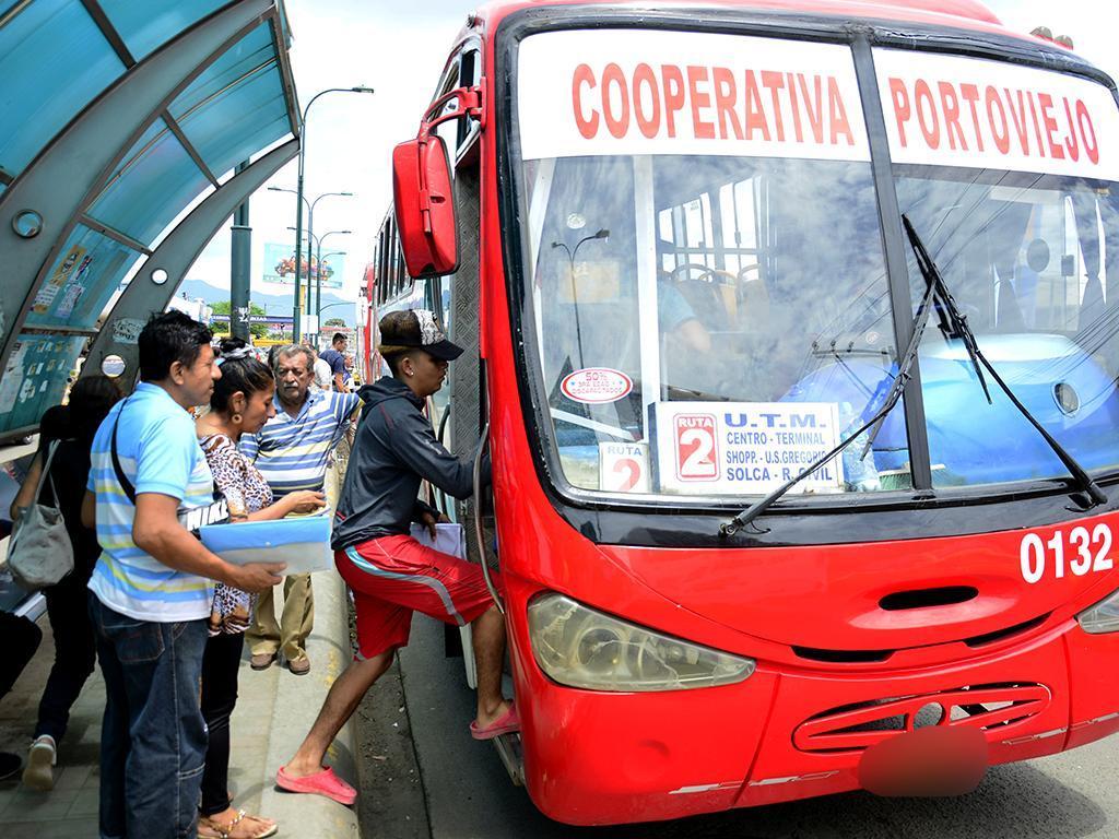 Tarifas de combustibles y transporte vuelven a valores anteriores a protestas