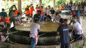 Indígenas de Panamá baten récord Guinness con patacón de más de 111 kilos