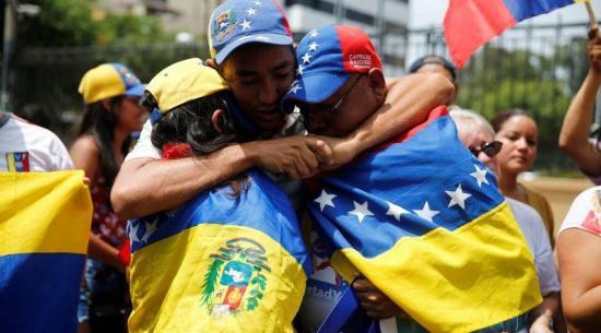Venezolanos en Ecuador exigen una ''disculpa pública'' a la ministra de Gobierno tras arrestos