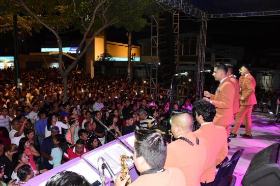 20 grupos musicales pusieron a bailar en el Avenidazo