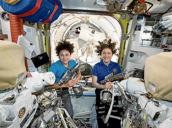 La primera caminata femenina espacial