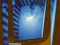 Una aterrorizada madre ve un 'fantasma' en la cuna de su hijo