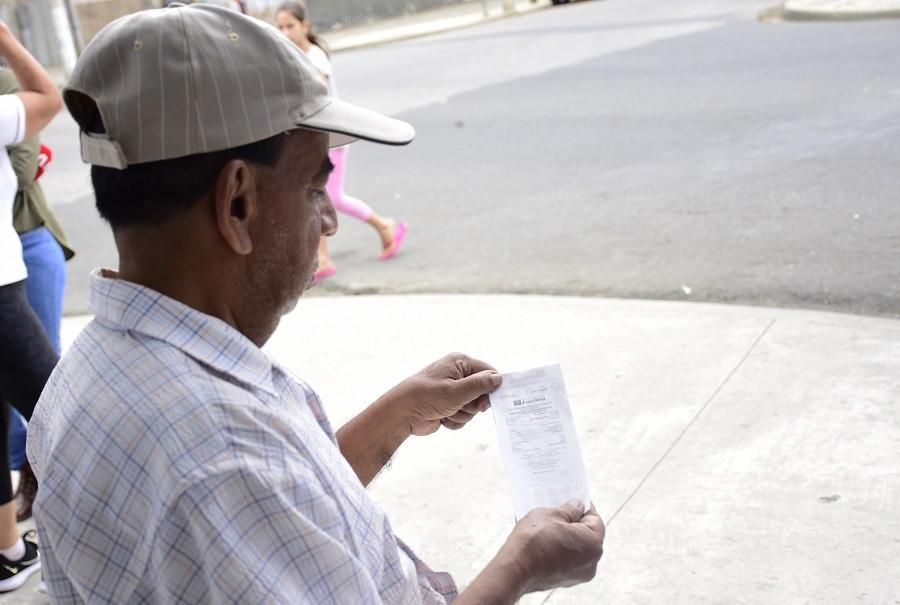 PORTOVIEJO: Quejas por cobro de 'comisión' en CNT