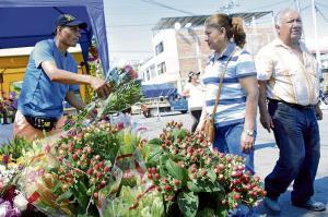 Comerciantes aprovechan el feriado para dinamizar sus ventas