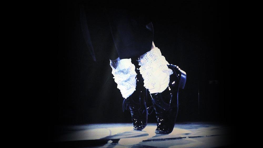 A subasta medias con las que Michael Jackson hizo por primera vez el 'caminata lunar' en público