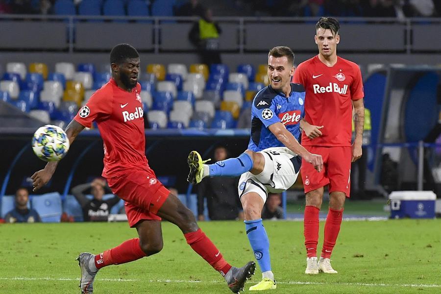 Jugadores del Napoli abandonan la concentración tras empate en Champions