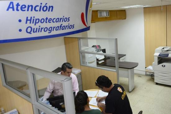 BIESS baja el número de aportaciones para dar préstamos quirografarios