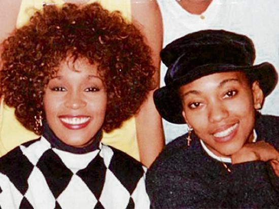 Whitney Houston y su mejor amiga tuvieron un romance