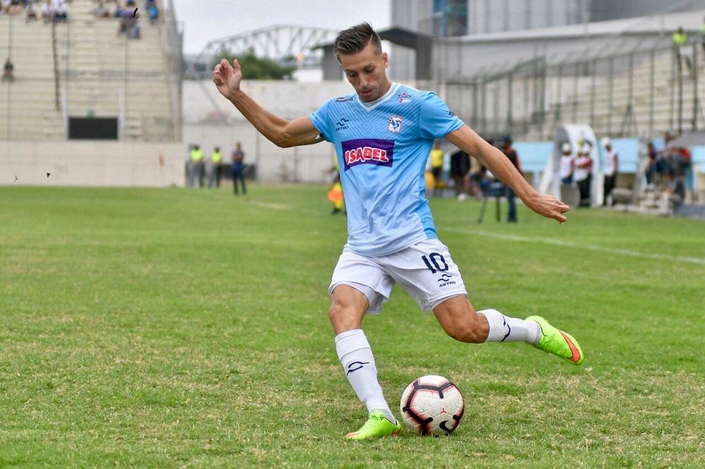 Gonzalo Ritacco, volante del Manta, es una de las figuras del campeonato