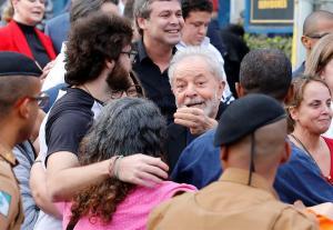 El expresidente brasileño Lula da Silva sale de la cárcel 1 año y 7 meses después