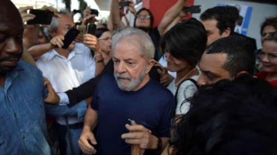 Lula llega al sindicato en que se atrincheró antes de ir a la cárcel